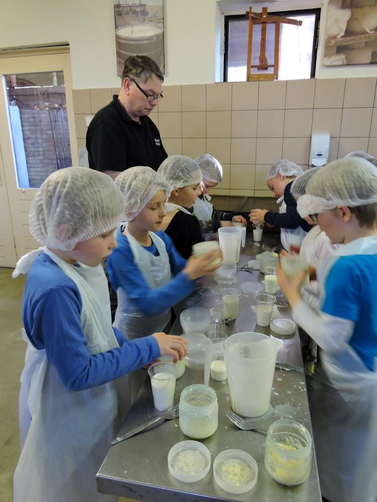zlef_boter_maken_boerderij_hoekelum11